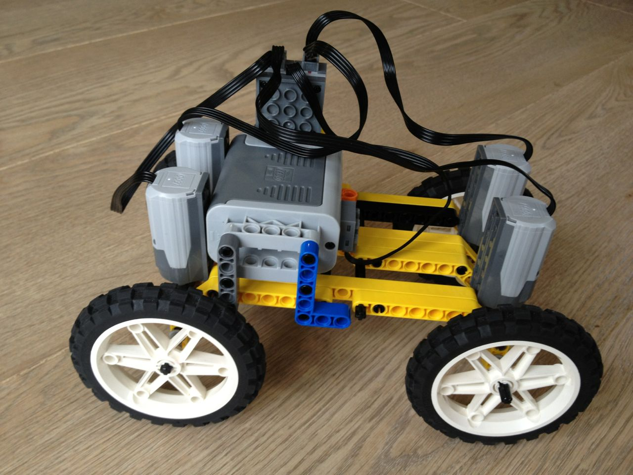 Building an off road car with LEGO Technic | Christoph Bartneck, Ph D