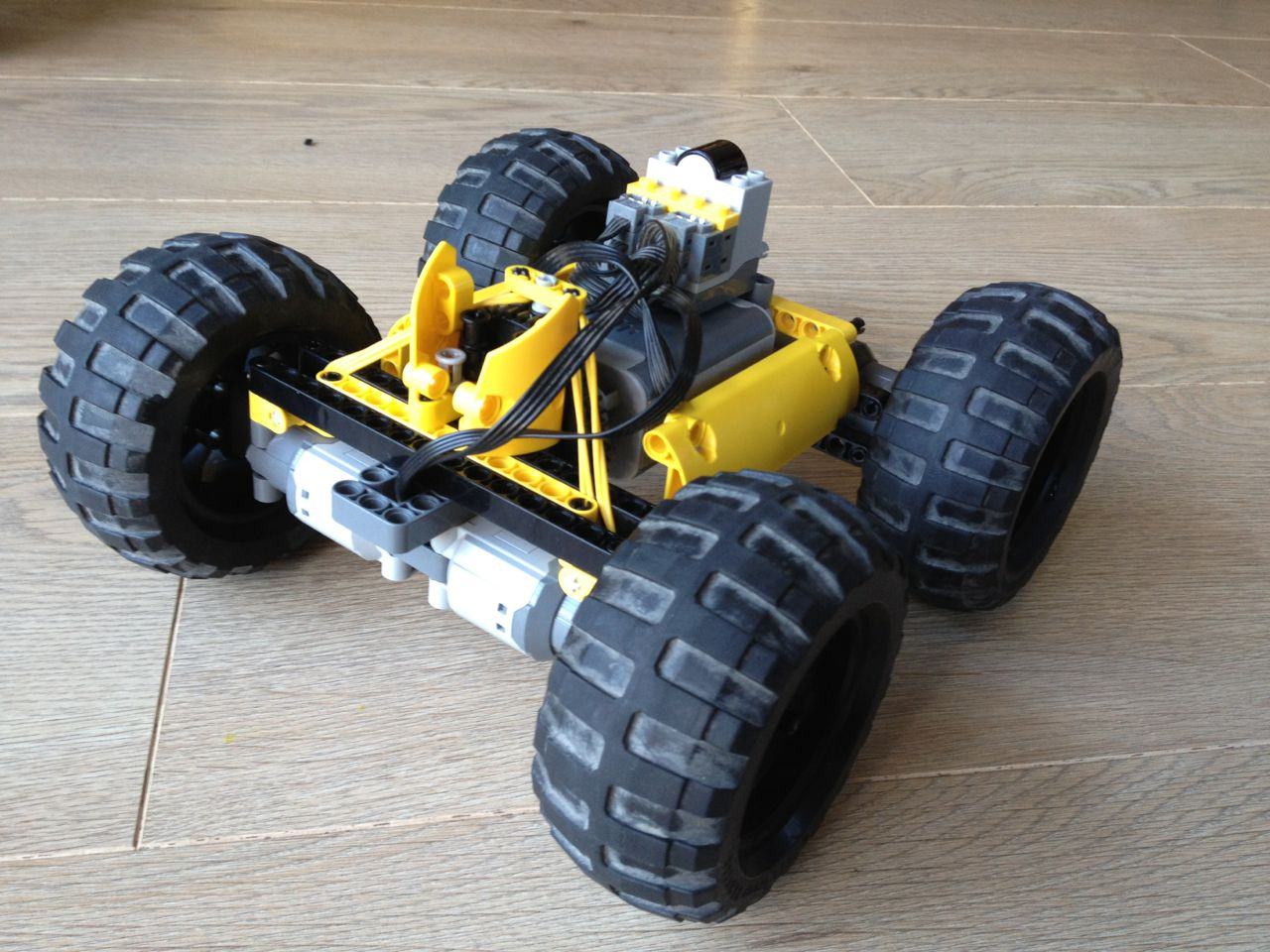 "LEGO Off Road Car ""RACE"" Video"