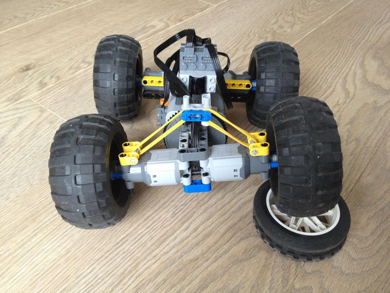 Building an off road car with LEGO Technic | Christoph ...